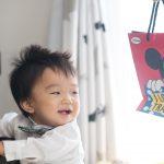 1歳記念写真-大好きな小物で笑顔に